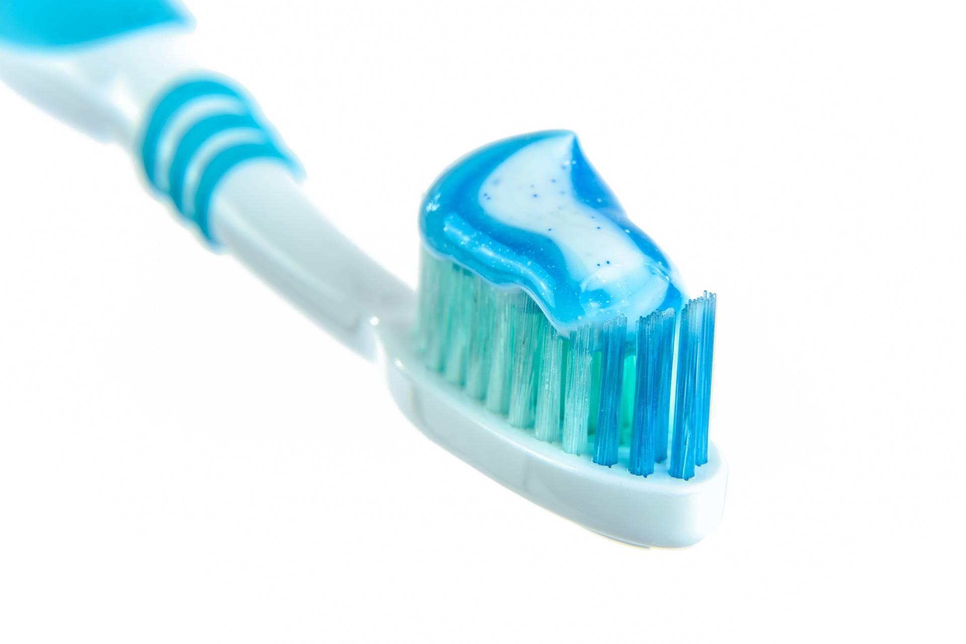 331091e567d1d119beac_toothpaste-1786388_1920.jpg