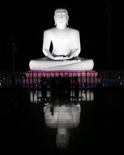 35496271eadf95f3952b_Buddha_at_night.jpg