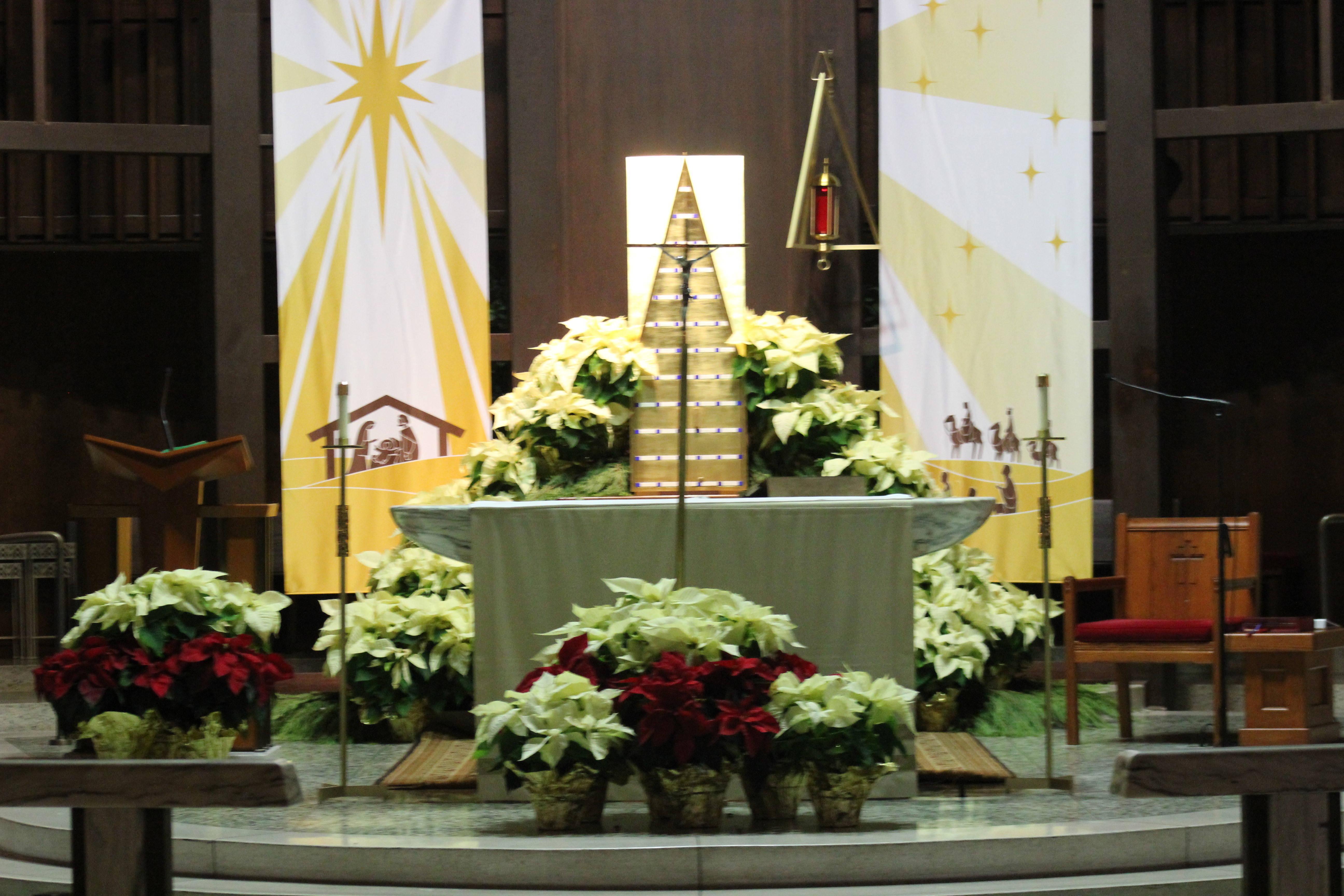 3b1b4c4dde1191f5e319_cca27339609a71038167_altar_christmas.JPG