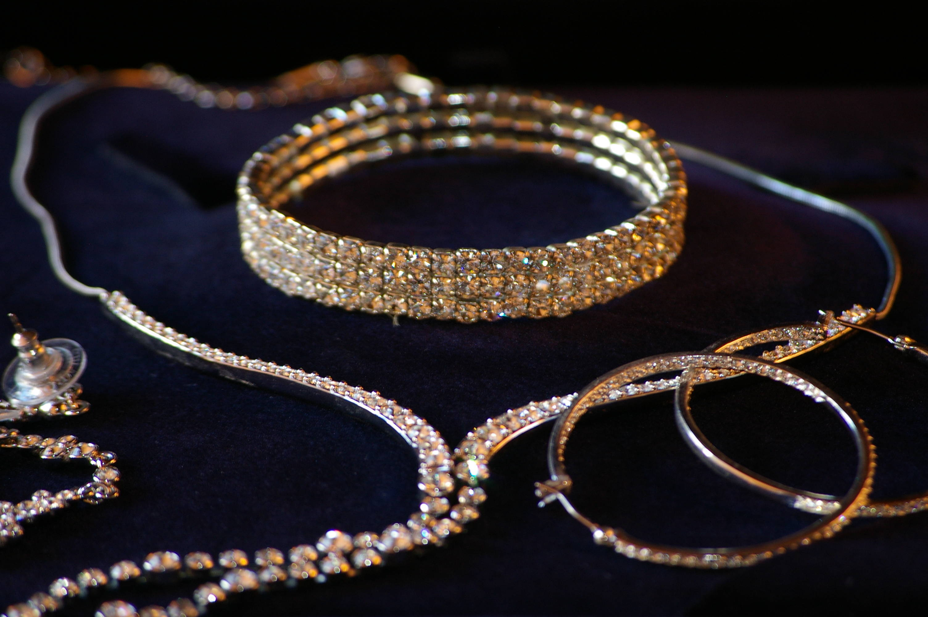Moving Man Steals $28K in Jewels from Budd Lake Newbies, say Police ...