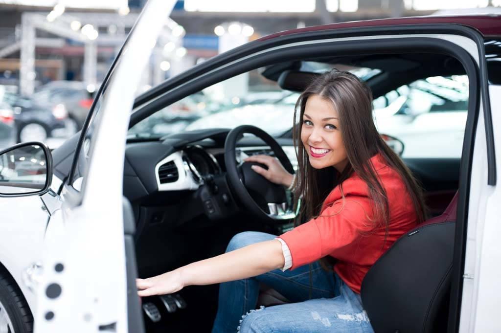 450b7ab433997581a697_Millennial-Woman-Driver.jpg
