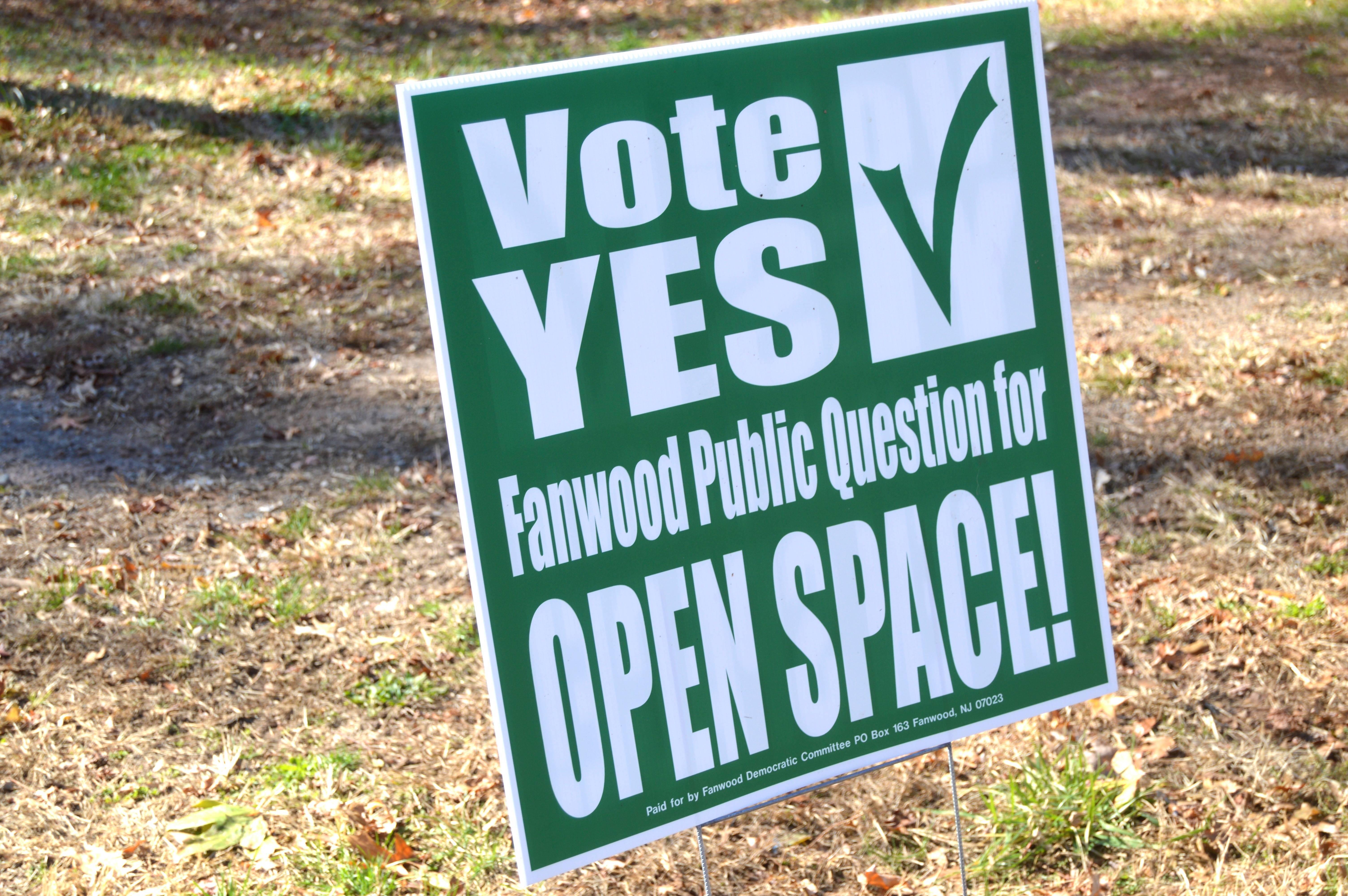 48e1120c024bc3d11520_Sign_Vote_Yes.JPG