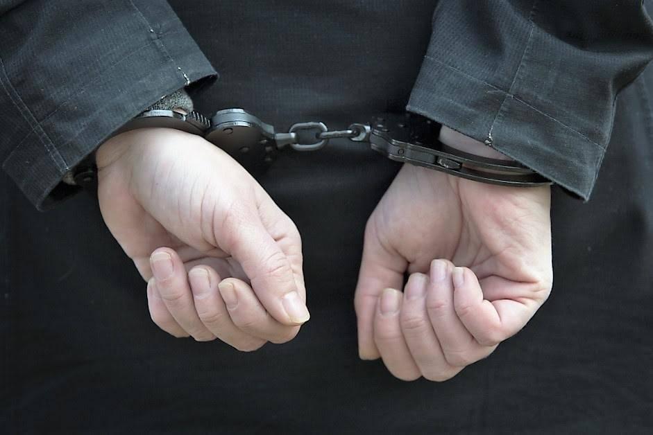 4e60909e9d9a5606166b_cuffs.jpg