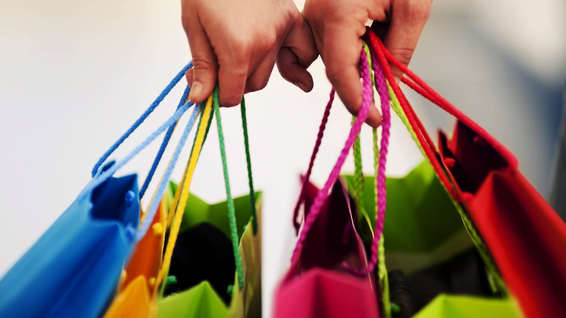 501b555f628b7c7a2d1b_shopping.jpg