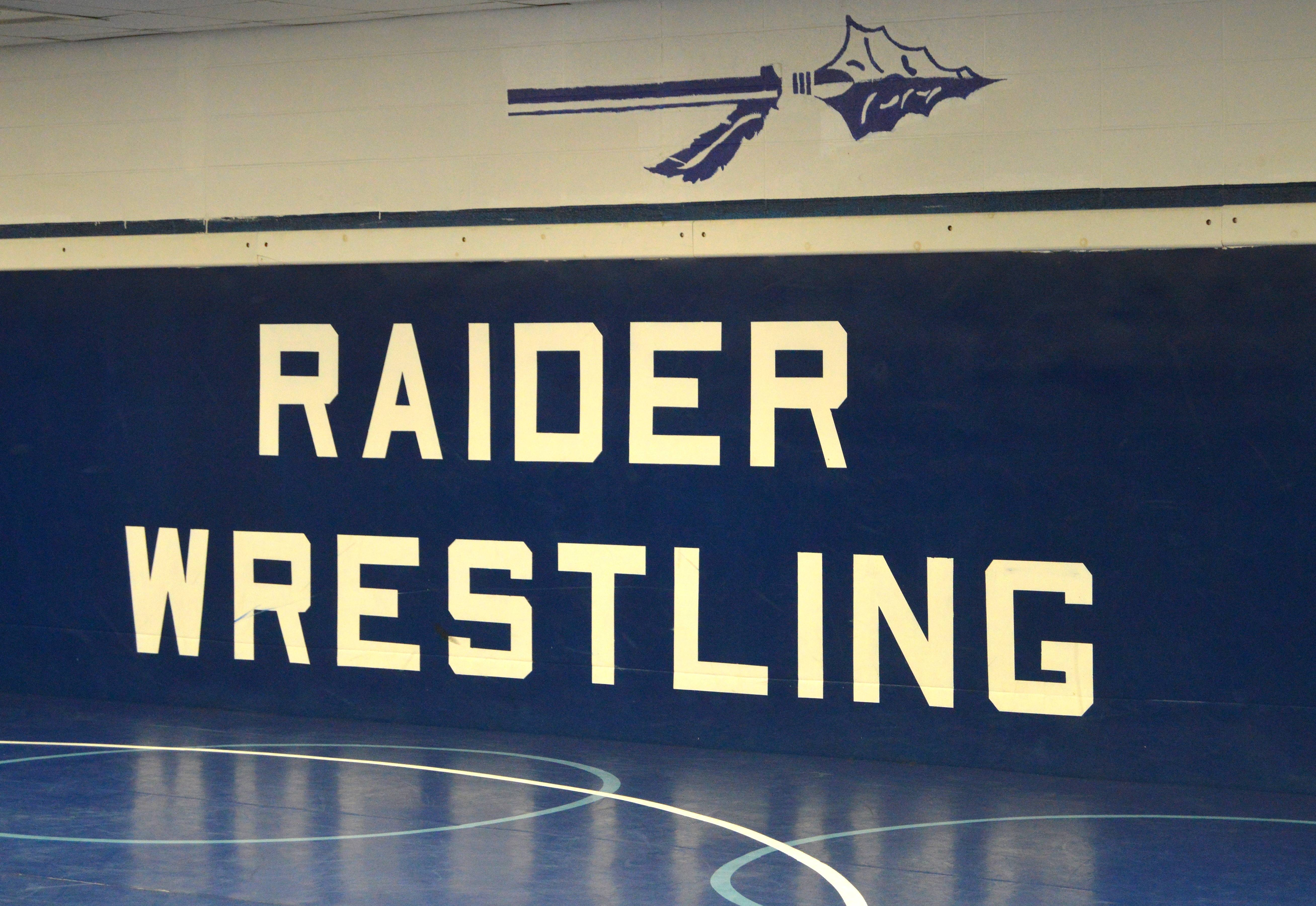 524f807121e5f91561d5_Raider_Wrestling_sign.JPG