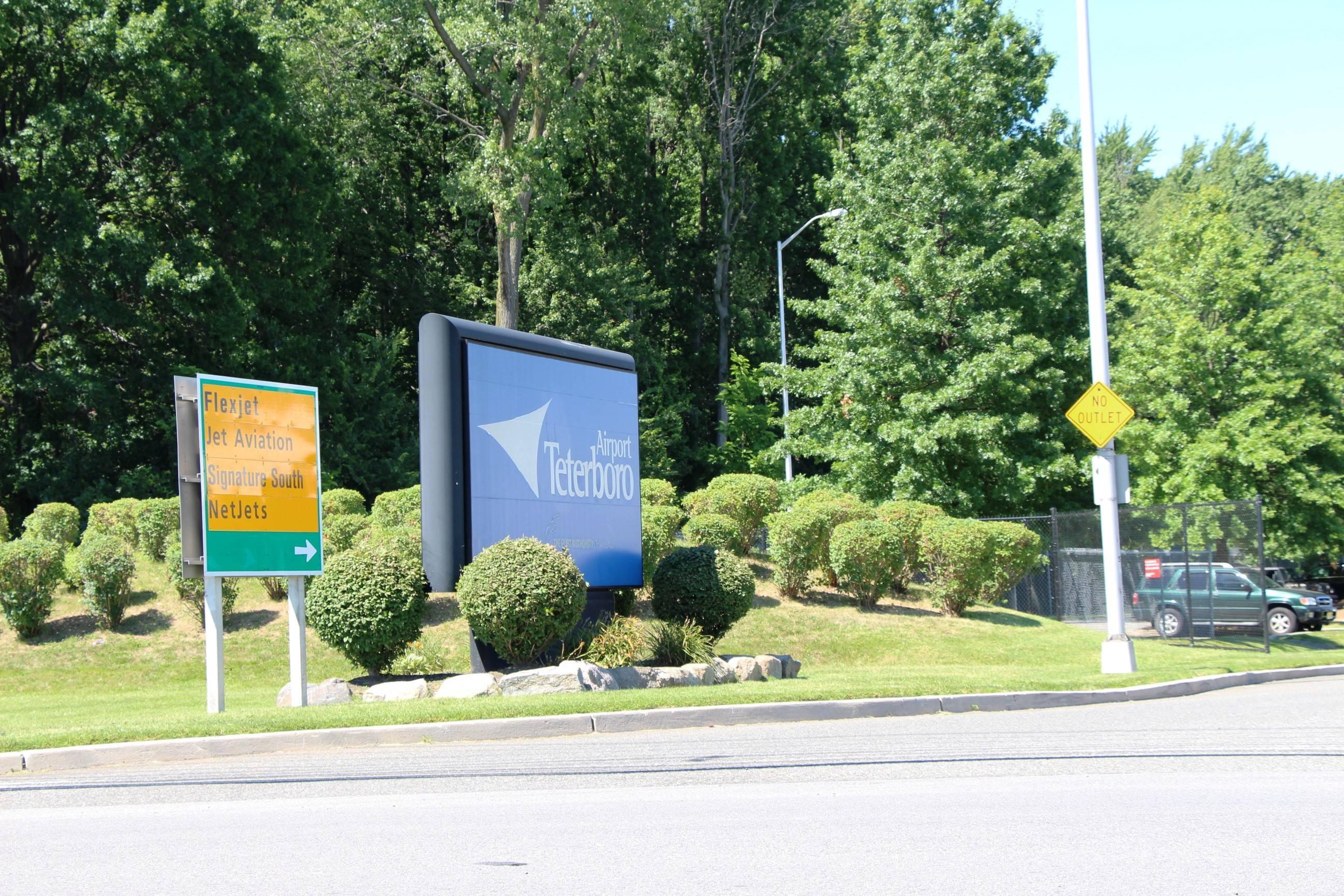538ac1f7f0349eb3e791_EDIT_Teterboro_Airport_sign.jpg