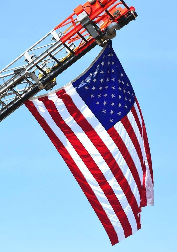 5814f824a27aff51feda_sompixflagdayfest2018americanflag.jpg
