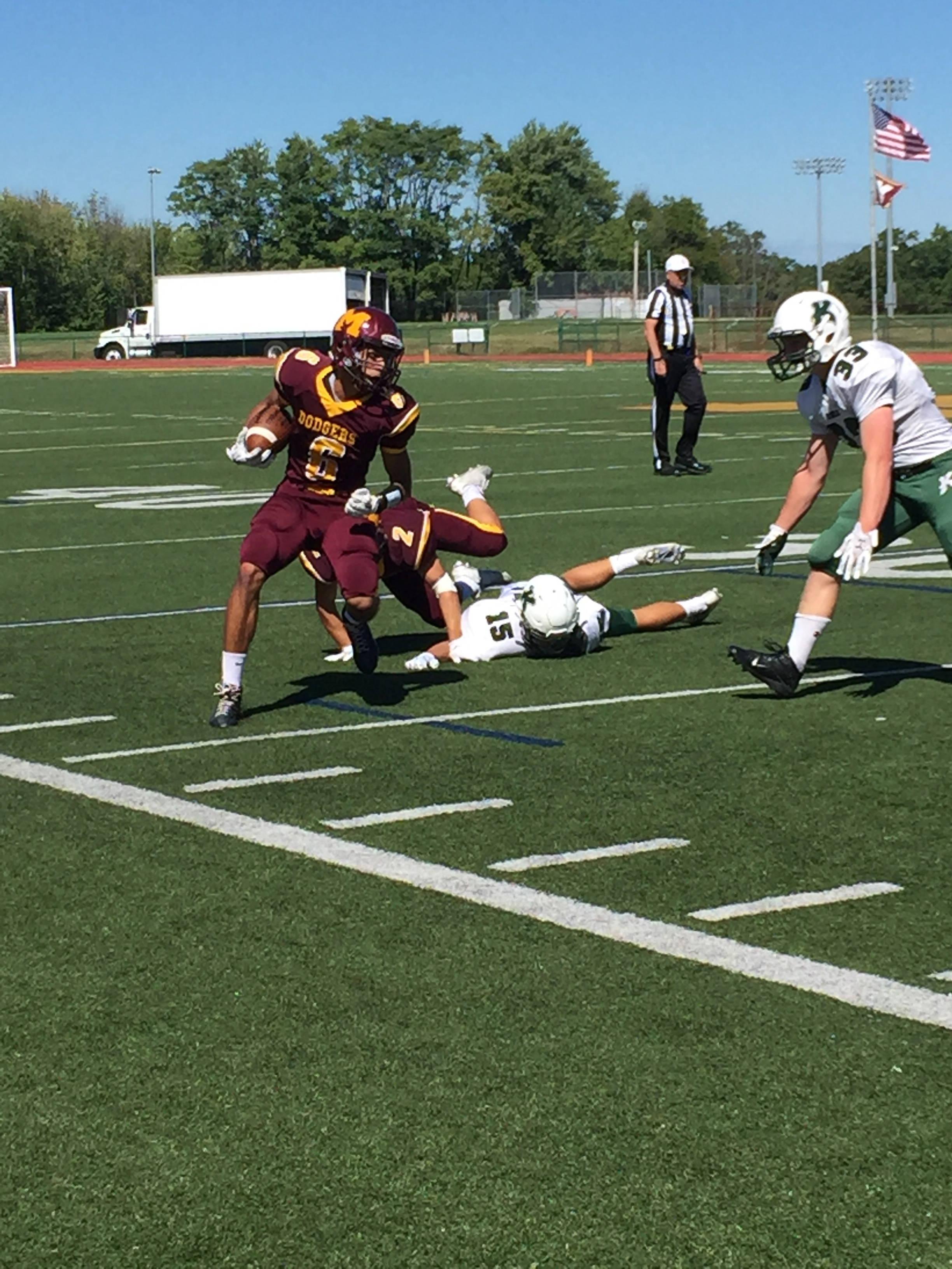 Madison Football Continues Hot Streak Beating Kinnelon 27 6 Tapinto