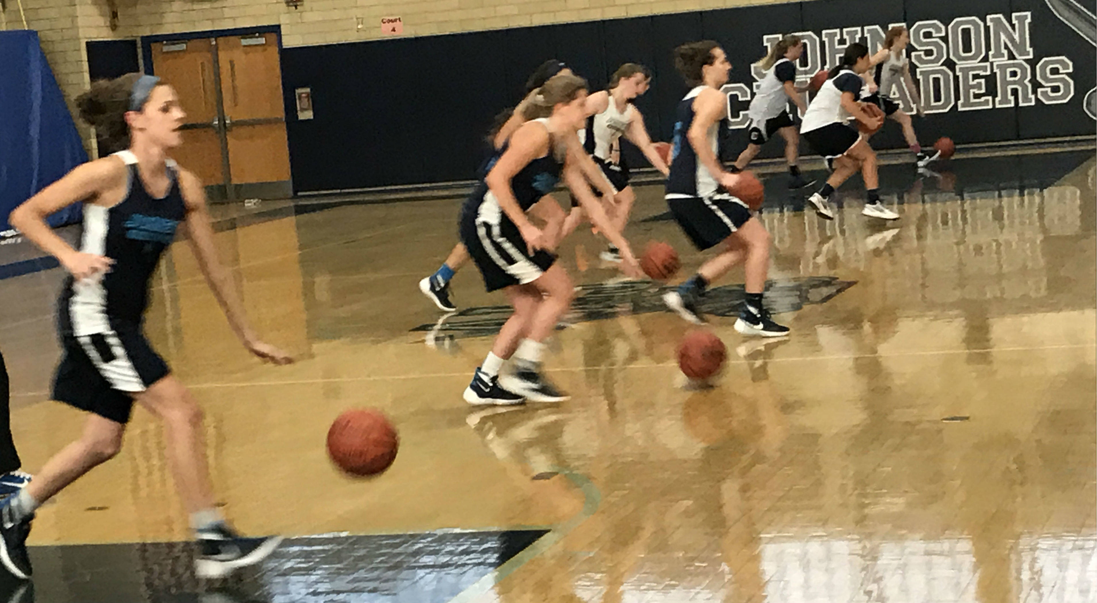 5f058f49676c5c840625_ALJ_Girls_Varsity_Basketball_Preview__2.JPG