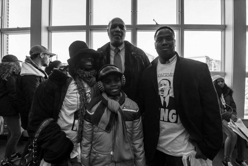 5f43d7b6ba5989c3ce6d_Mayor_Jackson_With_Volunteers.jpg