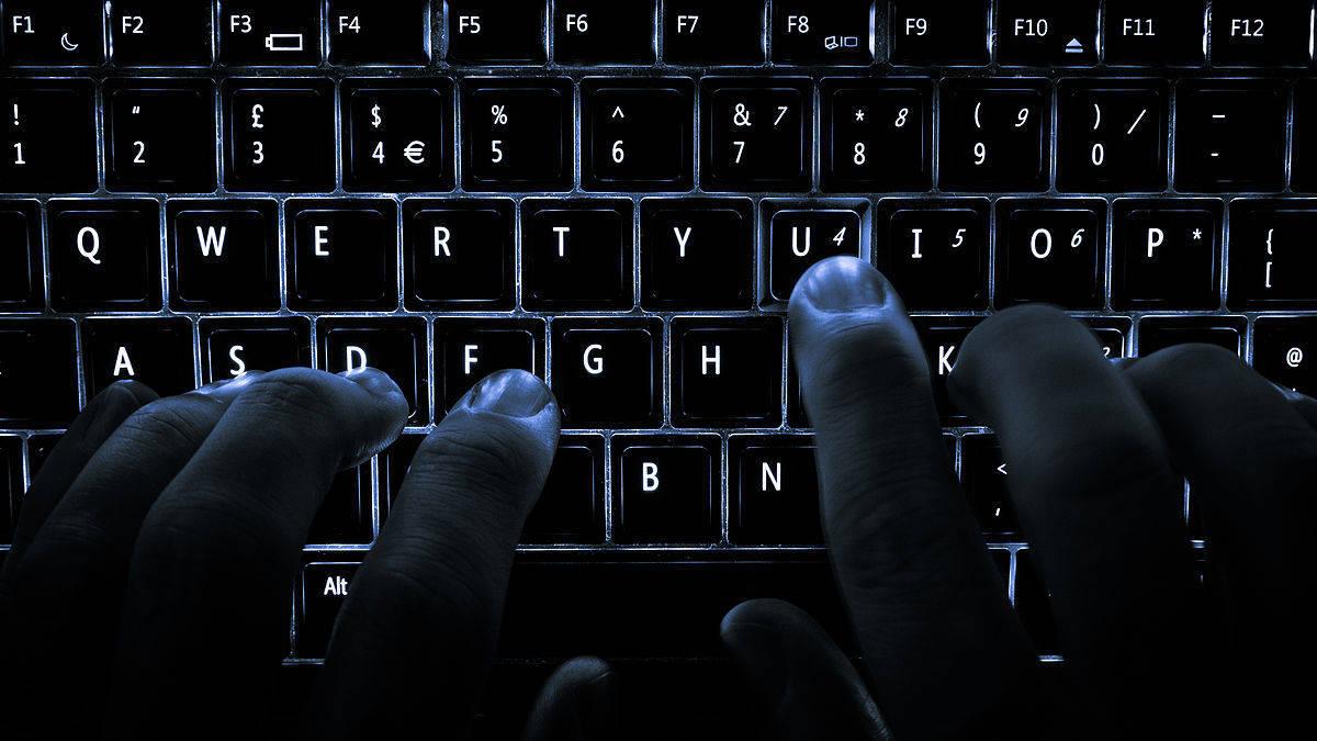 6fe35db39304ee2b0eb8_Backlit_keyboard.jpg