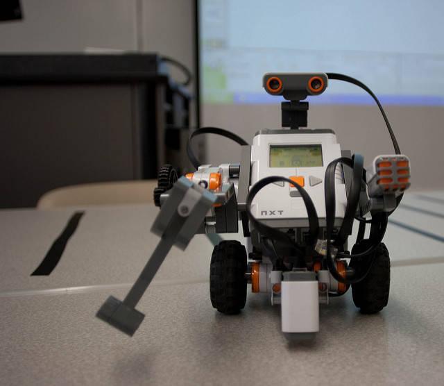 71861291ece13a2e023b_robotics.jpg