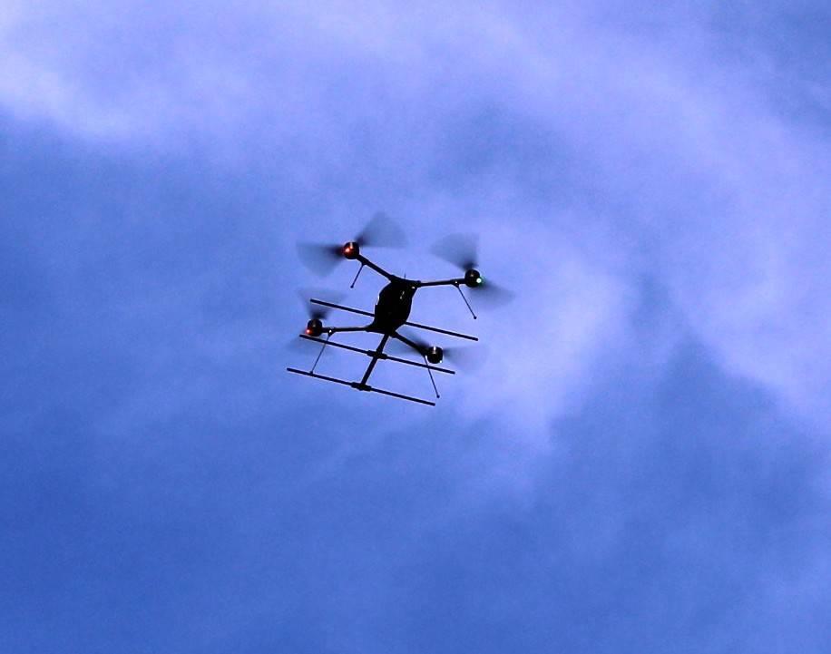 7733eb88f874348aaa58_sompixdronedemo1.JPG