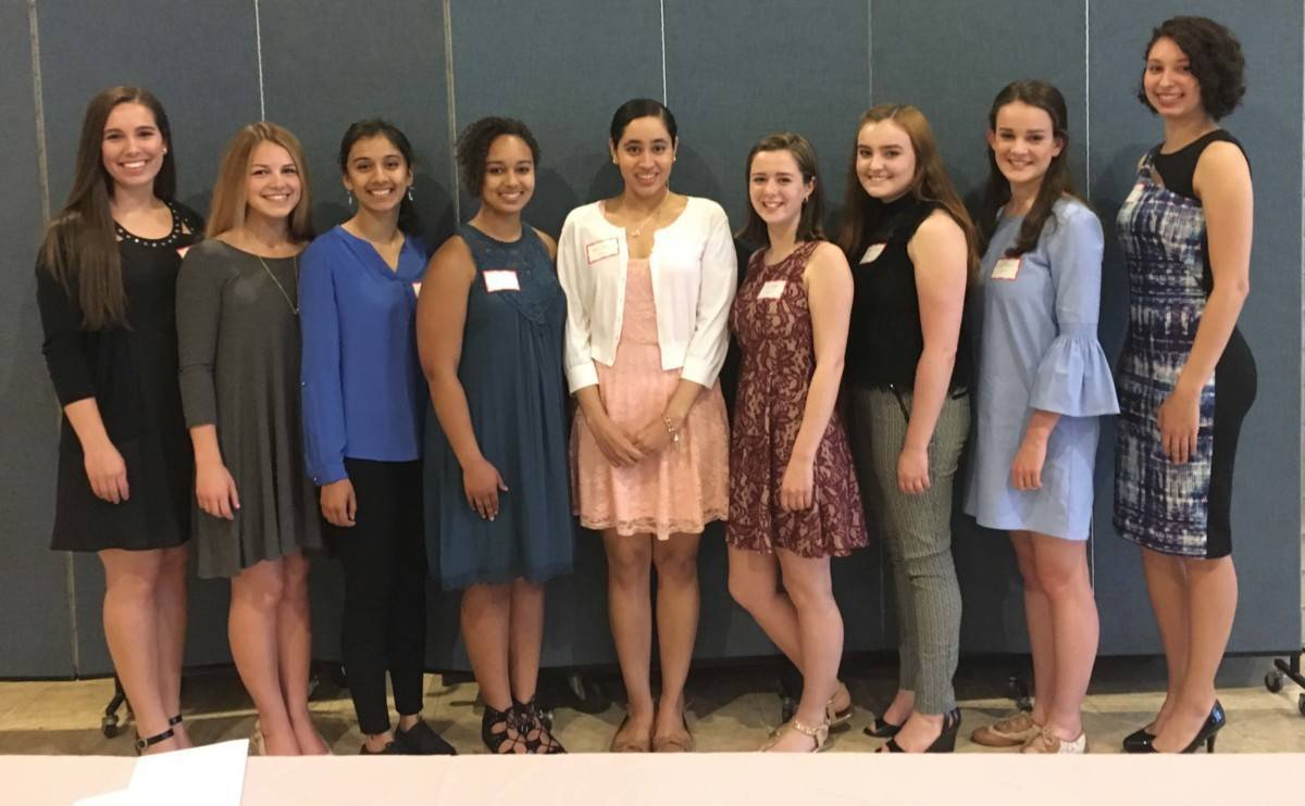7a4da48a5bef337eadb3_College_Club_2017-Scholarship-dinner-photo-1-1-1200x742.jpg