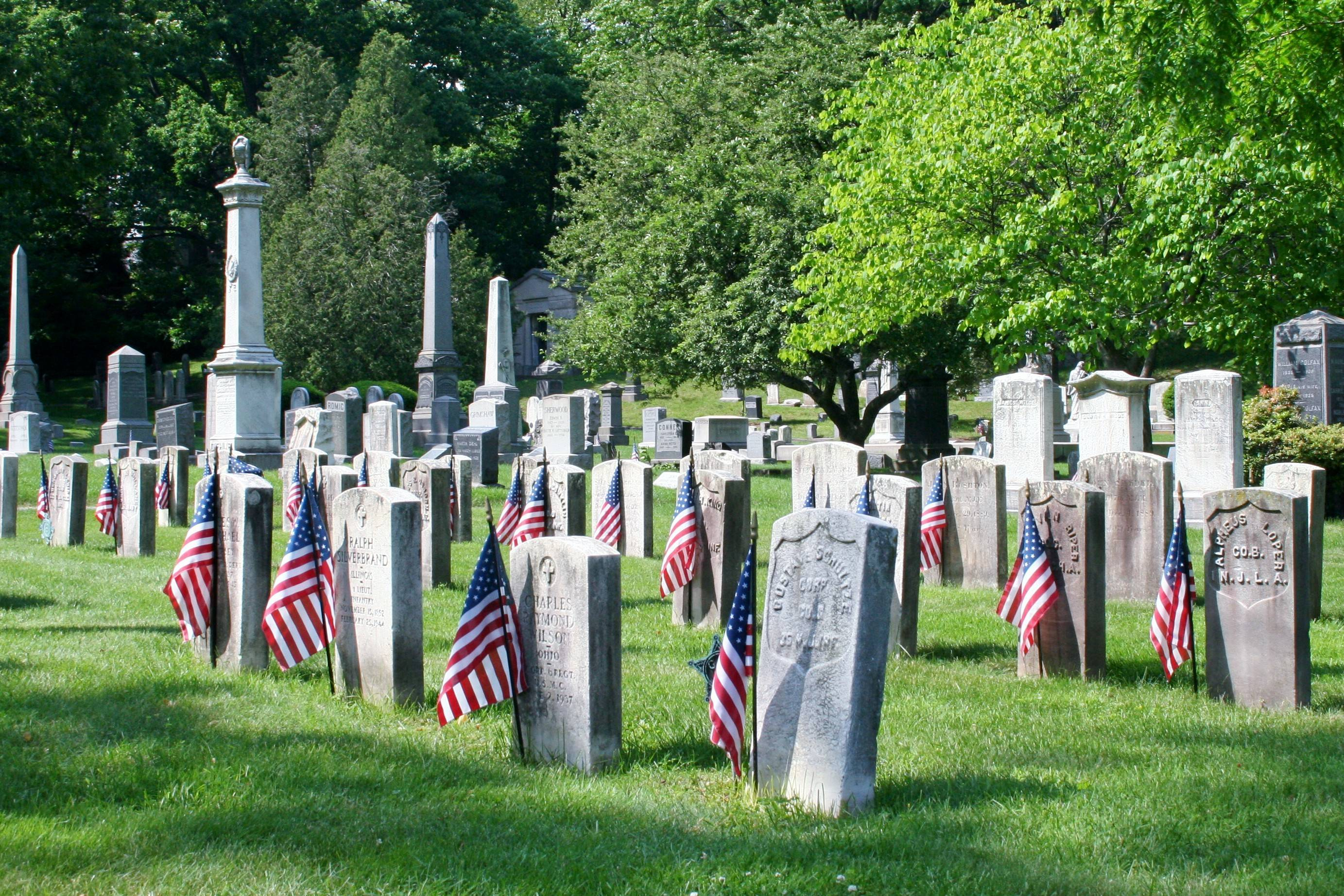 80745a677e48b7e1cbbd_Memorial_Day_Bloomfield_Cemetery.jpg
