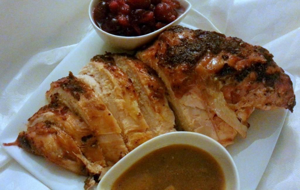 84f4e92f57d0676e197c_ab71772b2626af13100b_Roasted_Turkey_gravy_cranberry_sauce.jpg