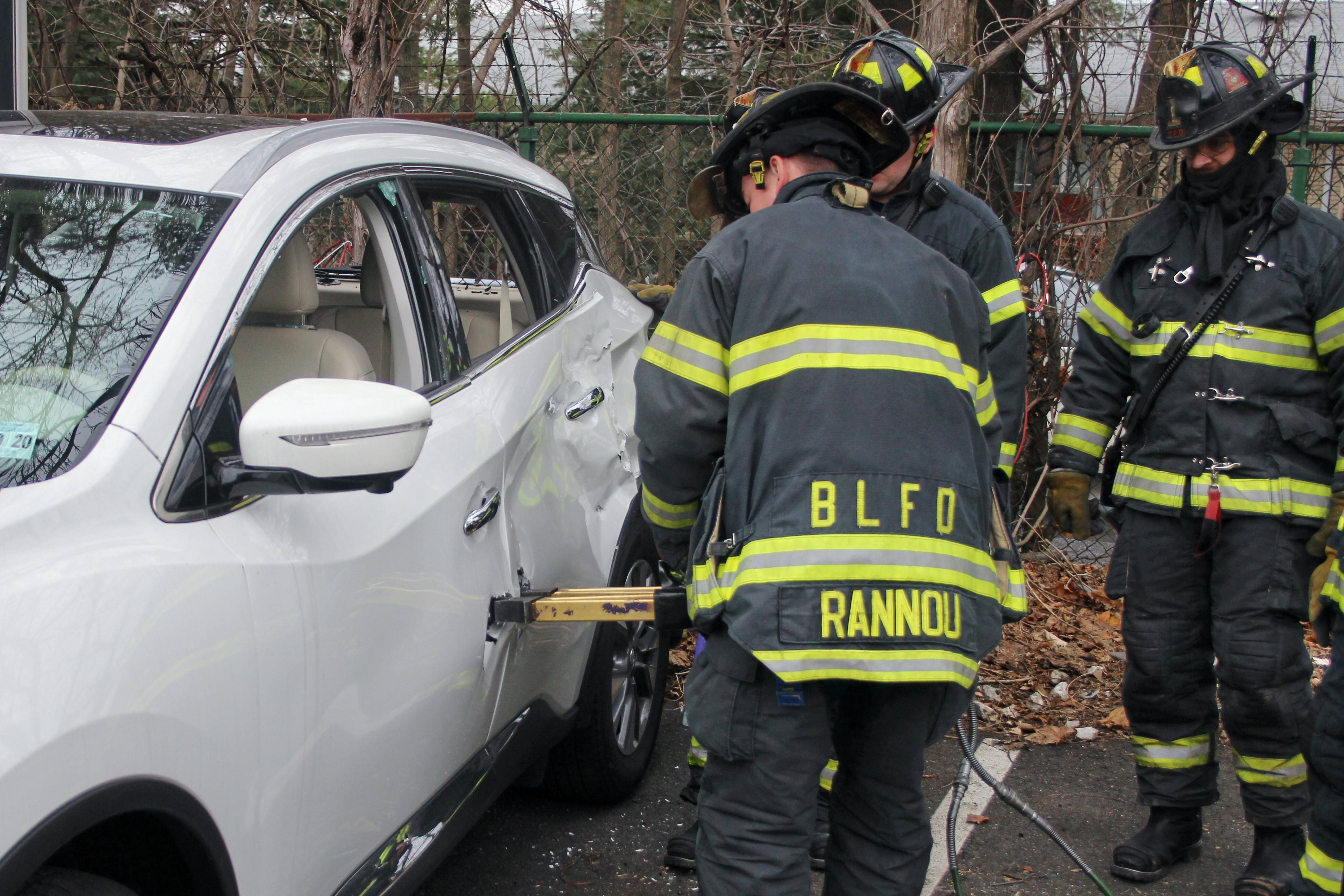 859ae0d9c2e5b86dbe03_Nissan_Murano_Bloomfield_Fire_Department_Training_020.jpg