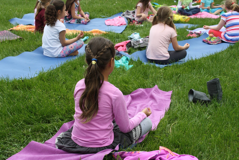 8795b0683bb63a2e7a1e_CAS_yoga_peace.jpg