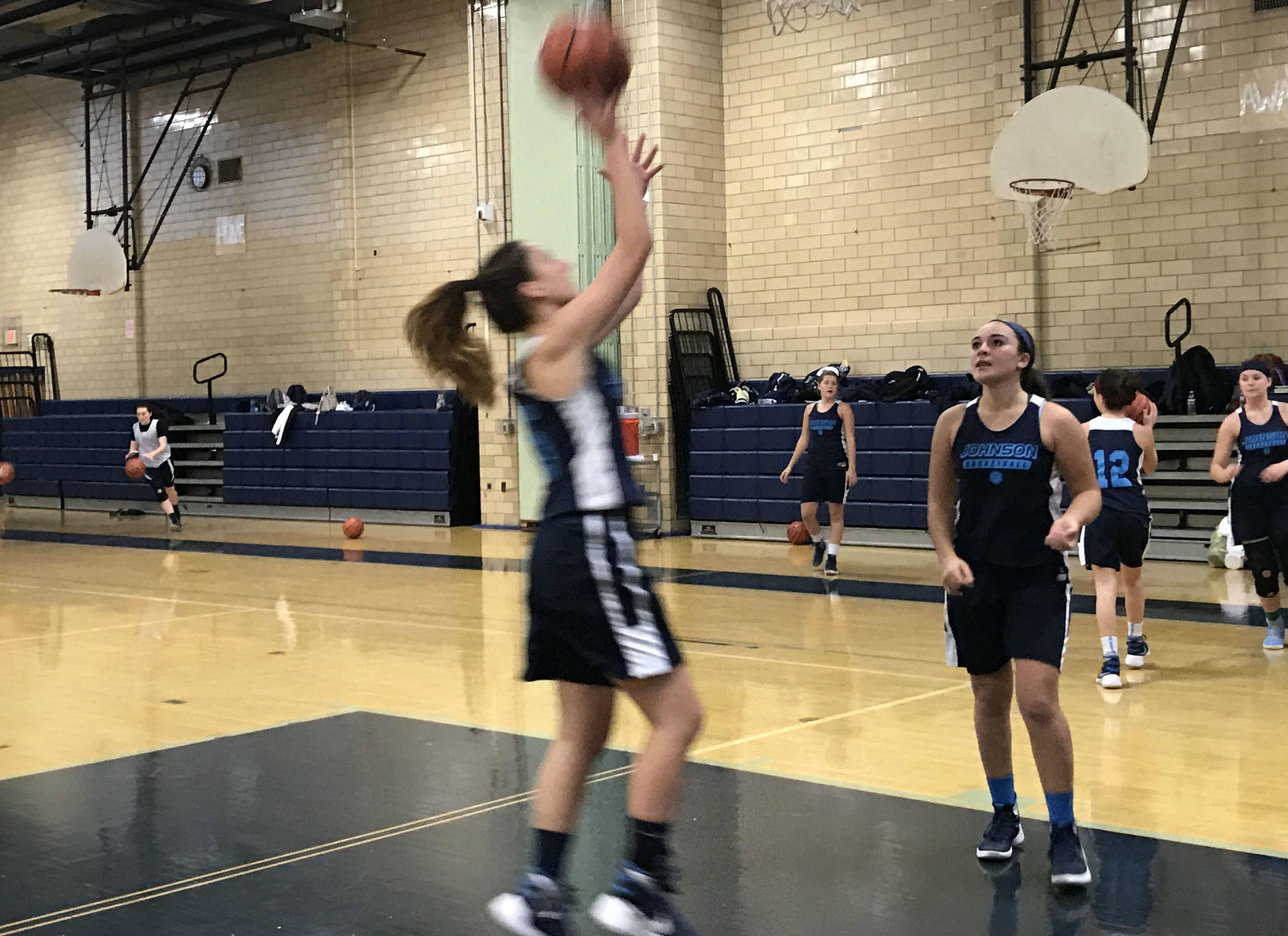 8e72d23142d25abb7ecf_ALJ_Girls_Varsity_Basketball_Preview__4.JPG
