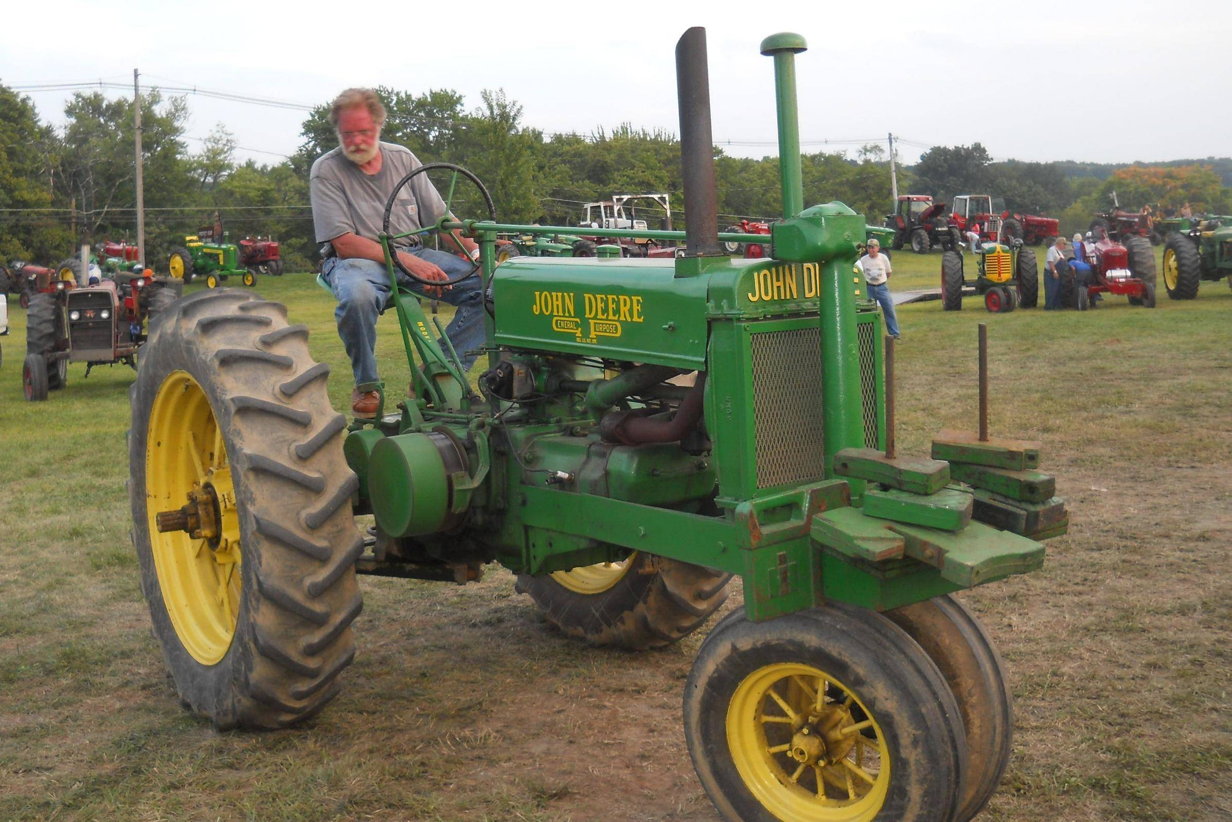 91df8043e71e4c361999_old_Deere_2013_Fair.JPG