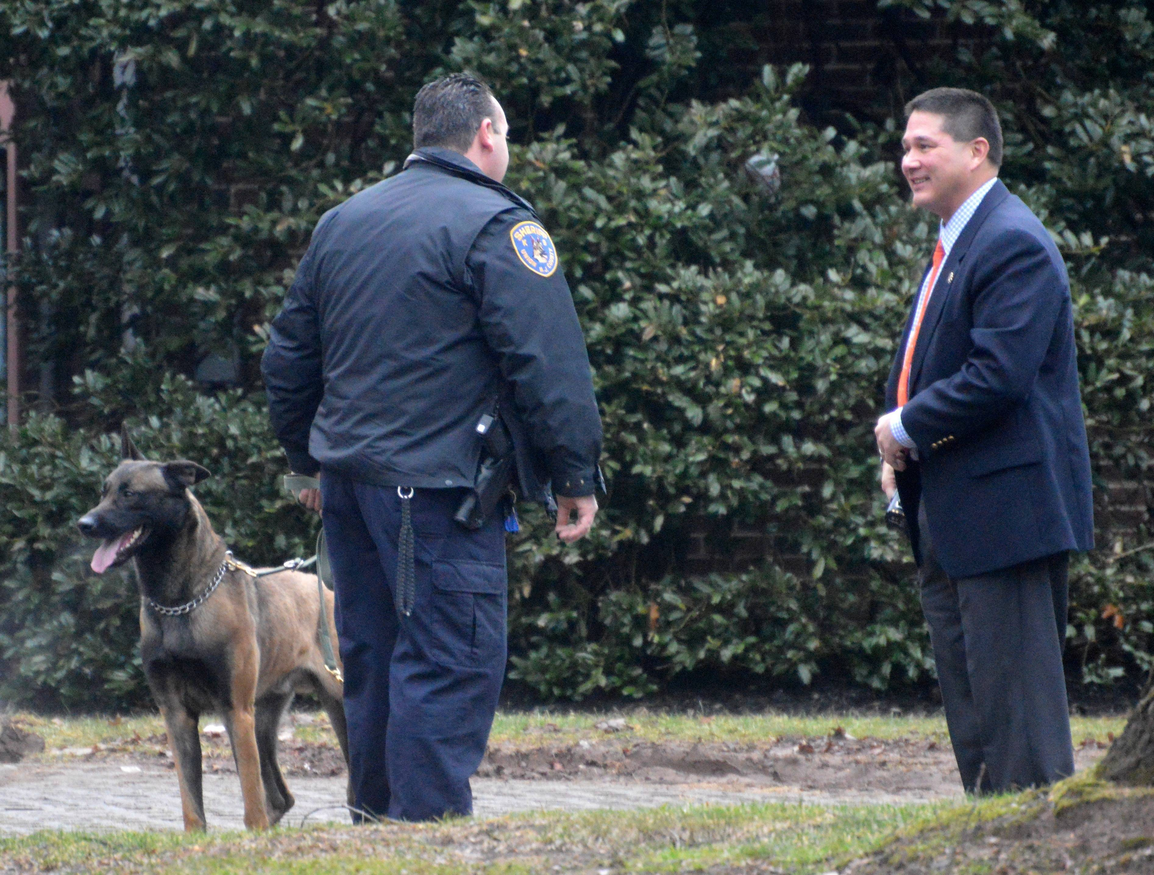 92abd82f959038cea28f_61a9323b4c3aa3969ff7_Chief_Conley_Ted_Conley_speaks_with_Anthony_Gialanella_of_Union_Co._K-9_Squad._No_bomb_found..JPG