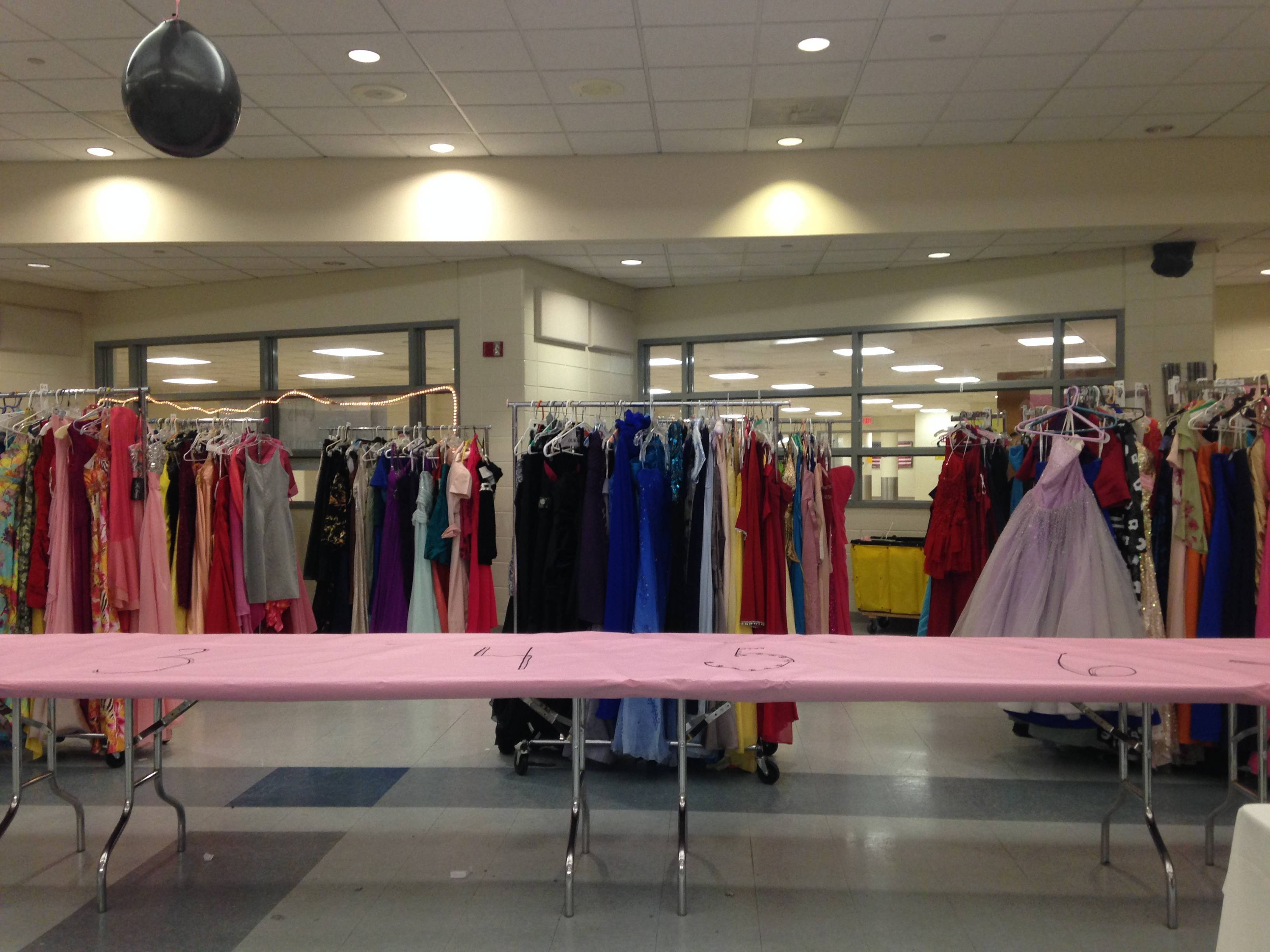 9ce27fdc7ebda4563037_prom_event_set_up_2016_053.JPG