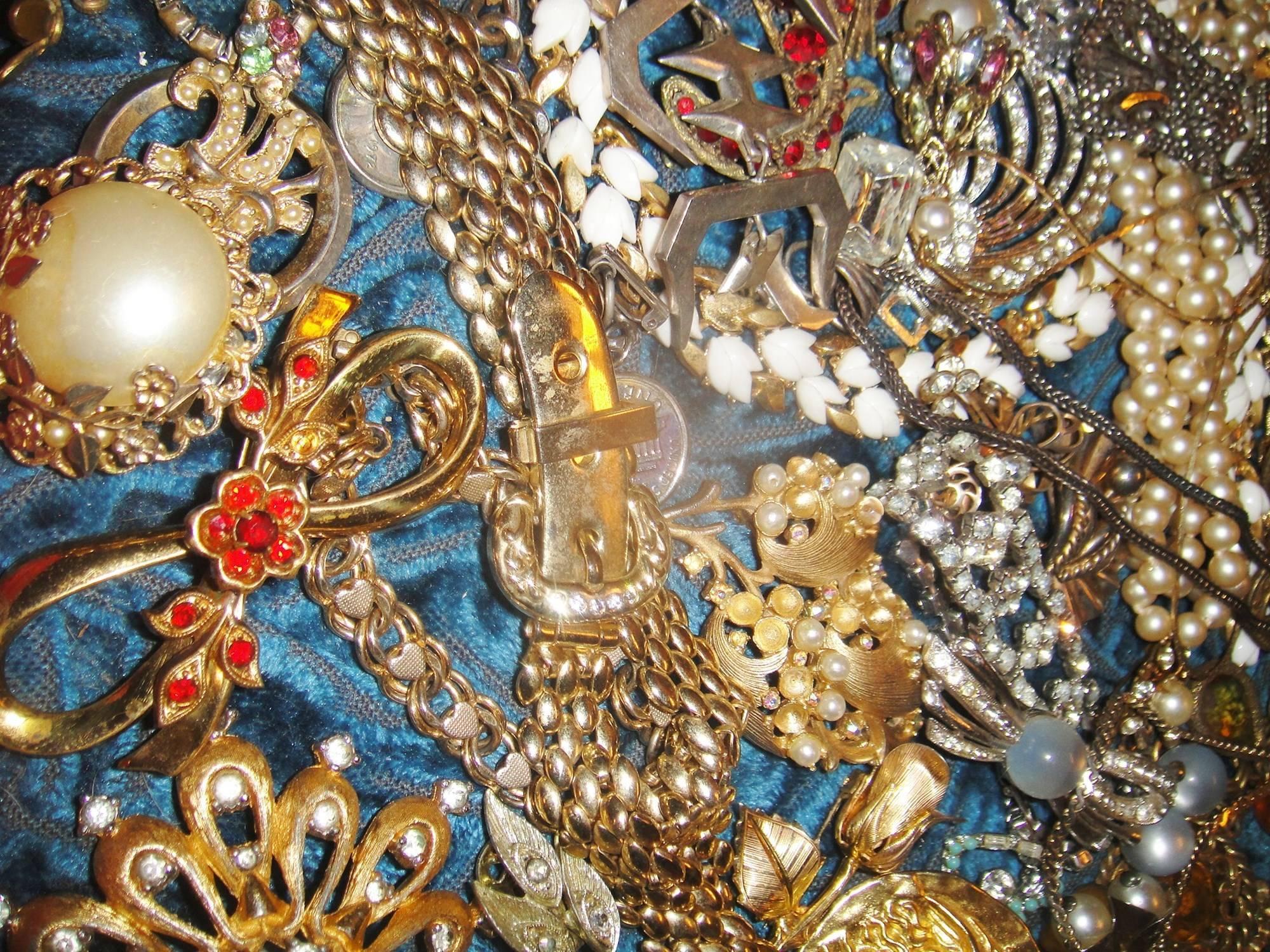 a16d7c6d93f6fcd6459e_jewelry.jpg