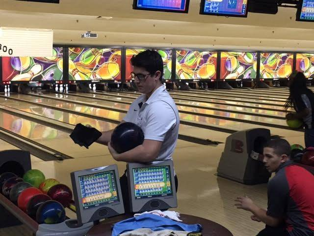 a4bfde4a022bbef5176e_ddfb55c551ea77fcb2d1_Evan_Getting_Ready_to_Bowl.jpg