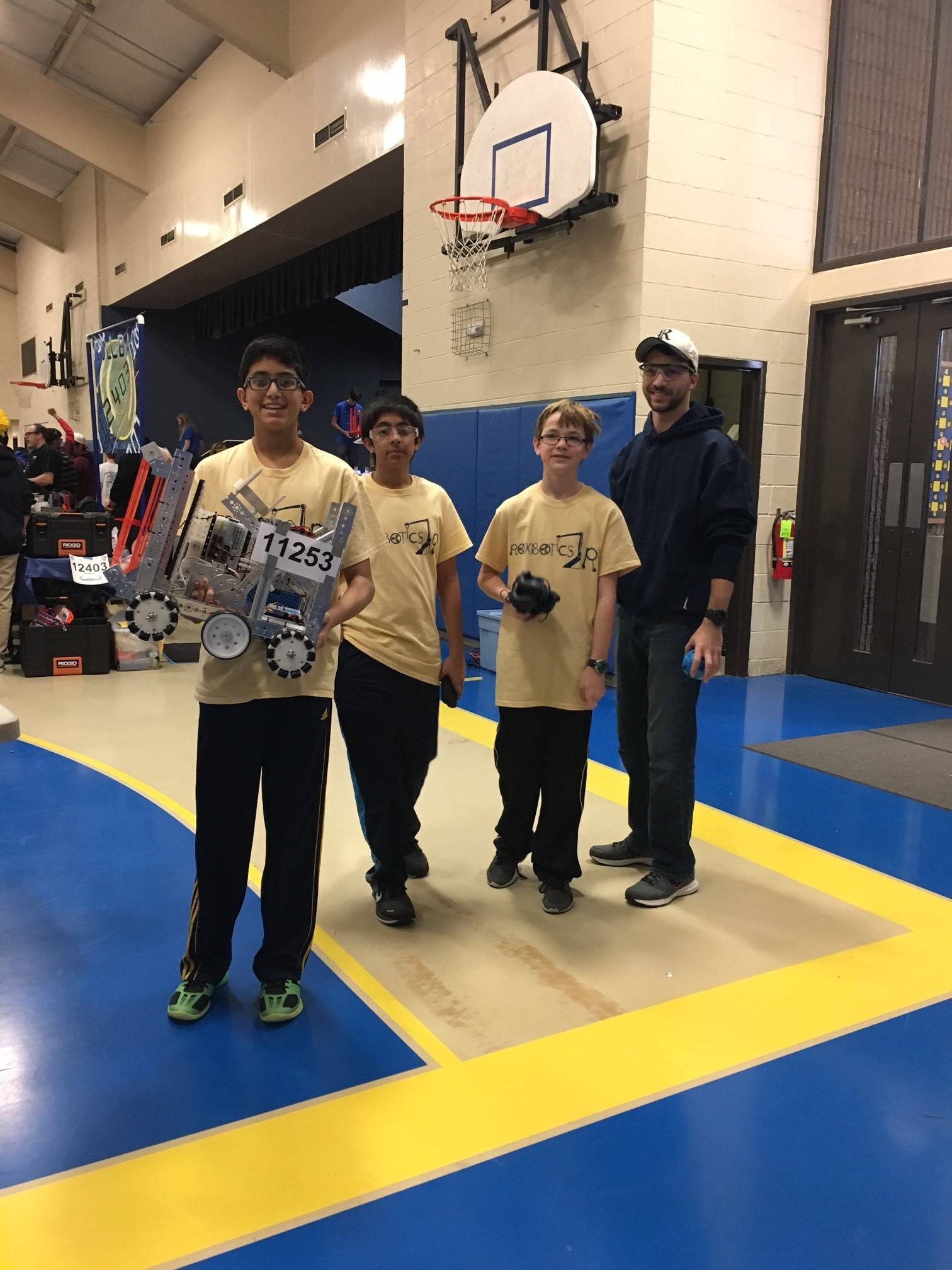 a6e8b0919ee13390e31f_447b0925800e9f6c691b_EMS_Roxbotix_Jr_Team_at_FTC_Competition_10.jpg
