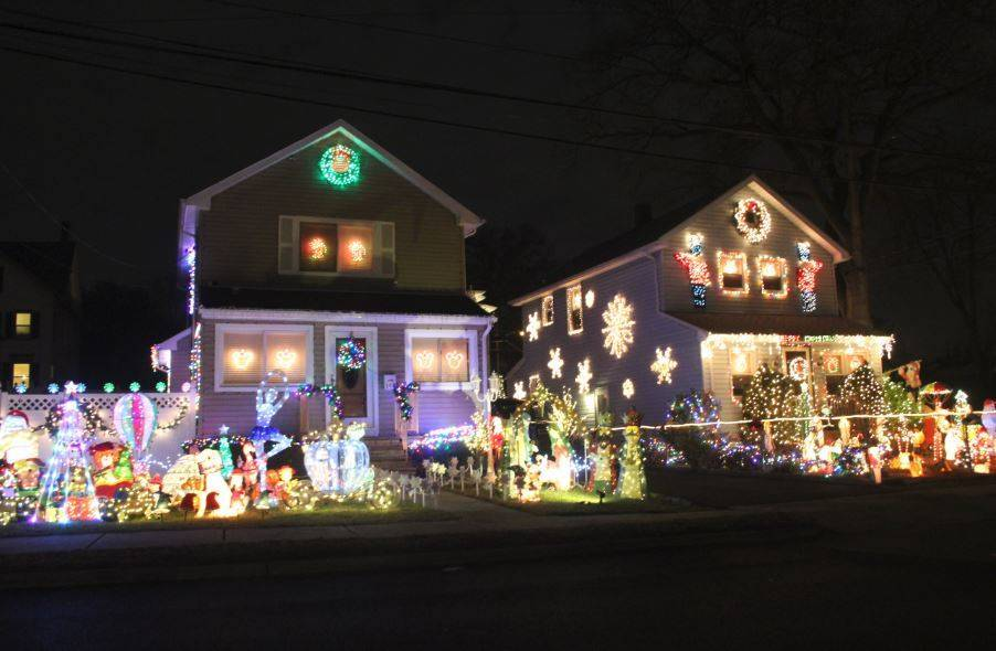b053e861f24e9fbea6d4_Christmas_Lights_Prosect_Street_Dec_2017.JPG