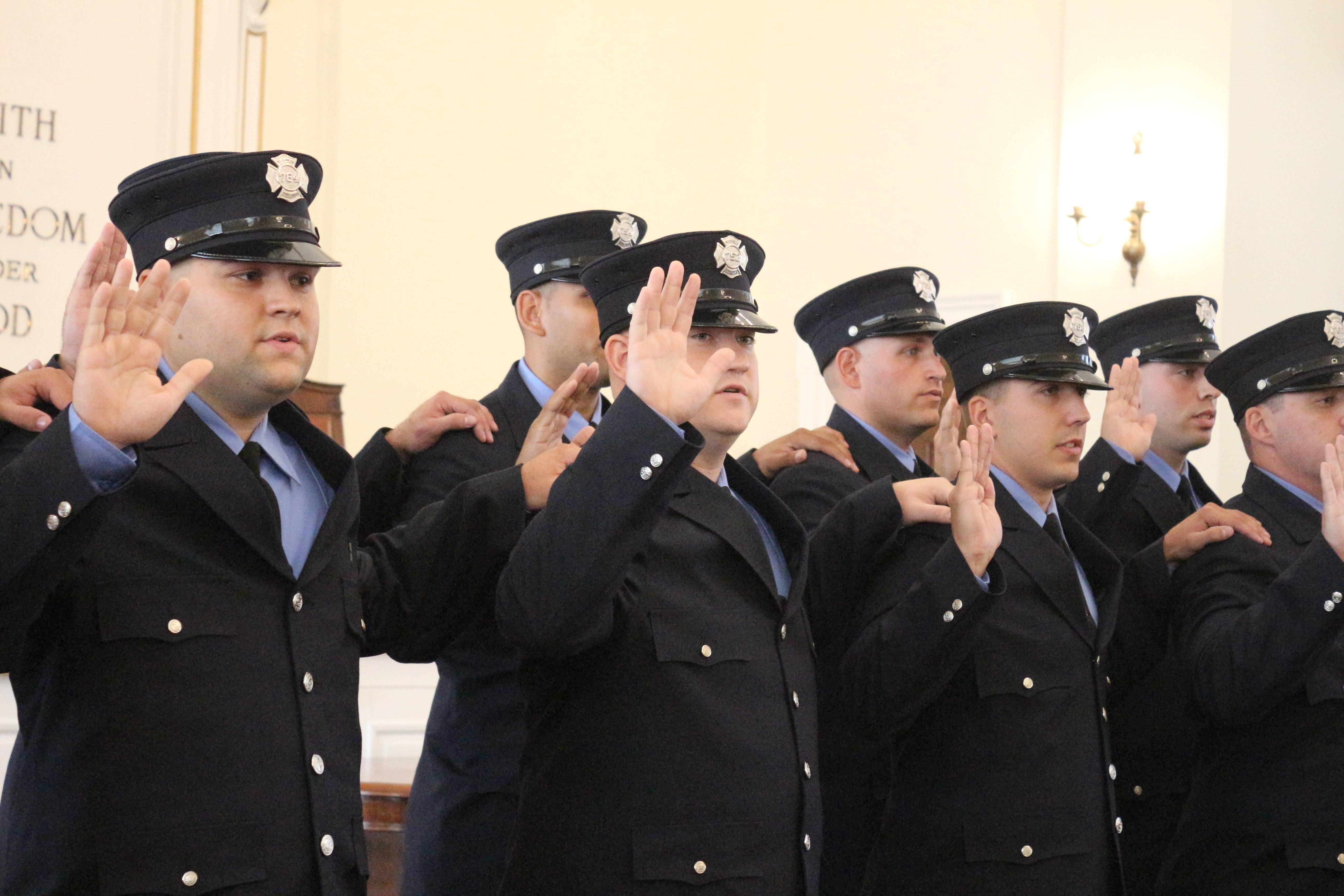 b734b3f3790422a176ad_elizabeth_fire_department_graduation_29.JPG