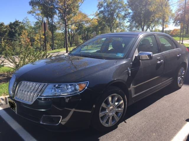 2010 lincoln mkz sedan for sale ride in luxury tapinto. Black Bedroom Furniture Sets. Home Design Ideas
