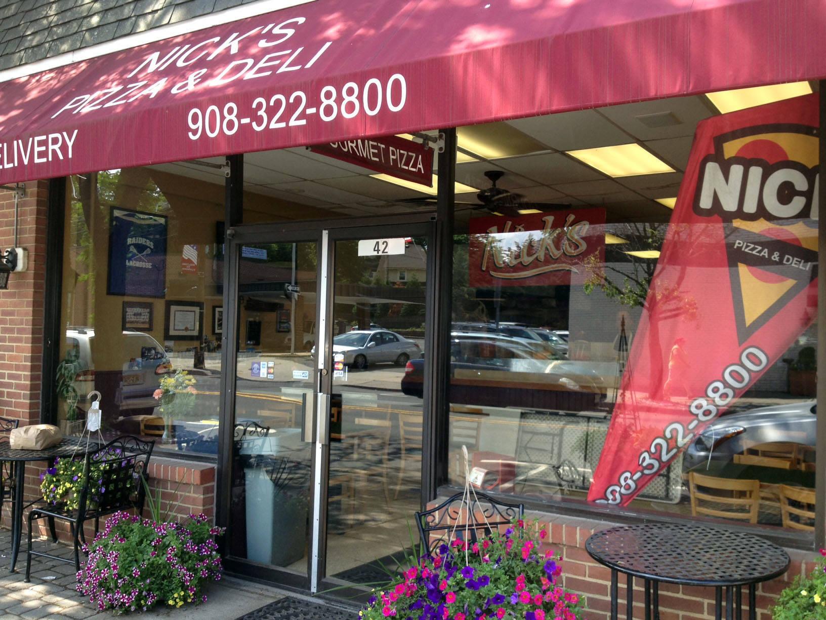 bf07d53dbd01617e5dc9_Nick_s_Pizza_outside.jpg