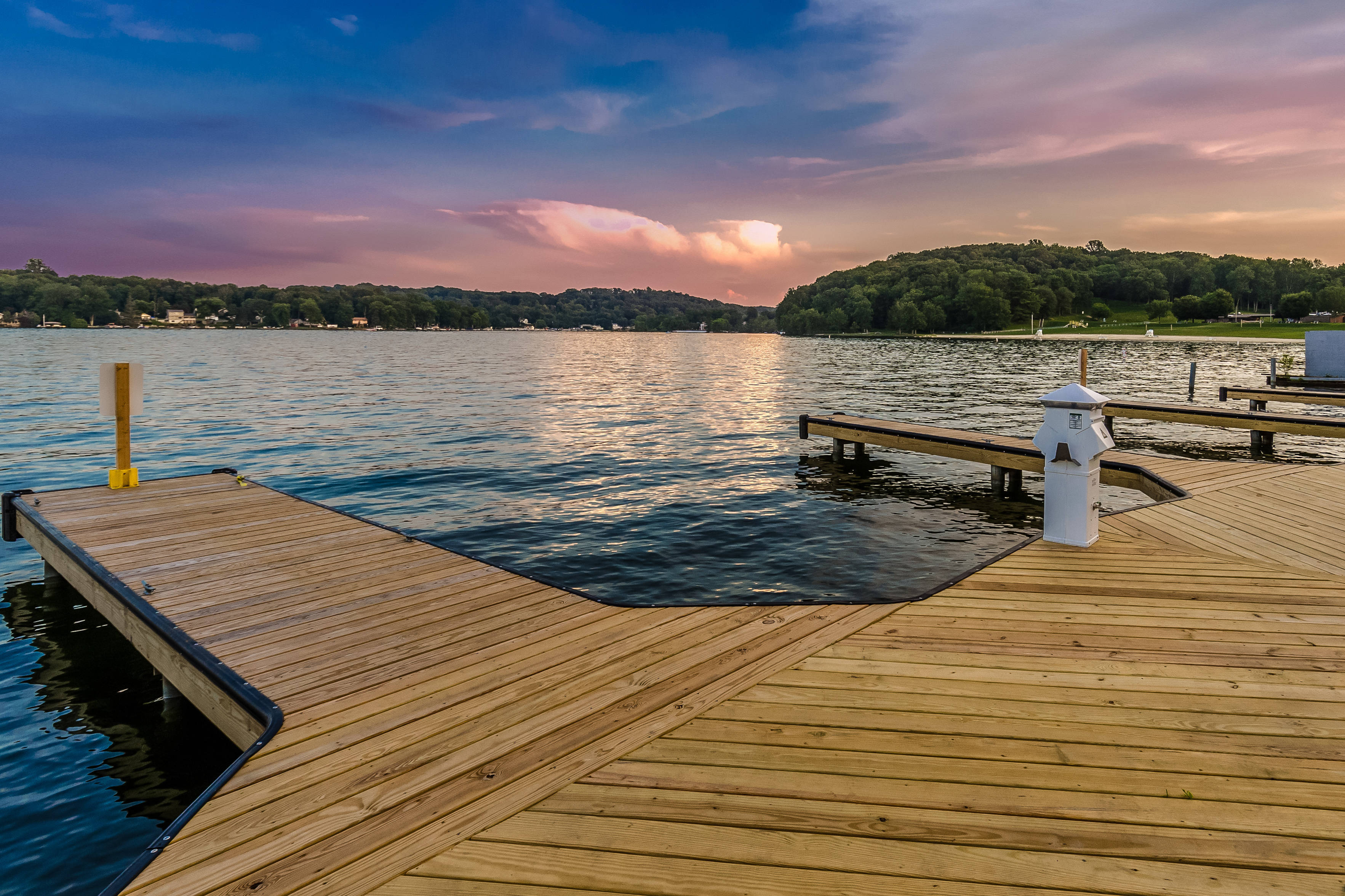bf0c8089a5e9a0ccd212_055-Deeded_boat_slips_at_dusk-4586959-large__1_.jpg