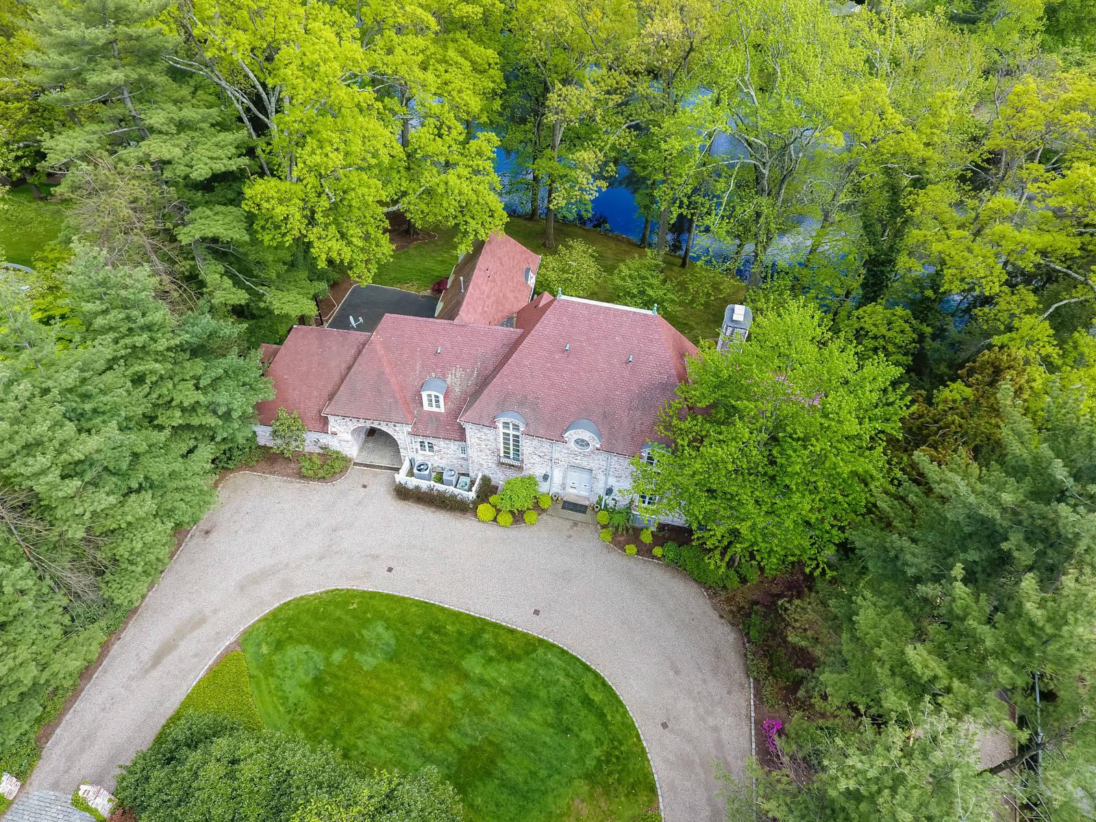 10 Joanna Way, Short Hills, NJ 07078: $2,769,000