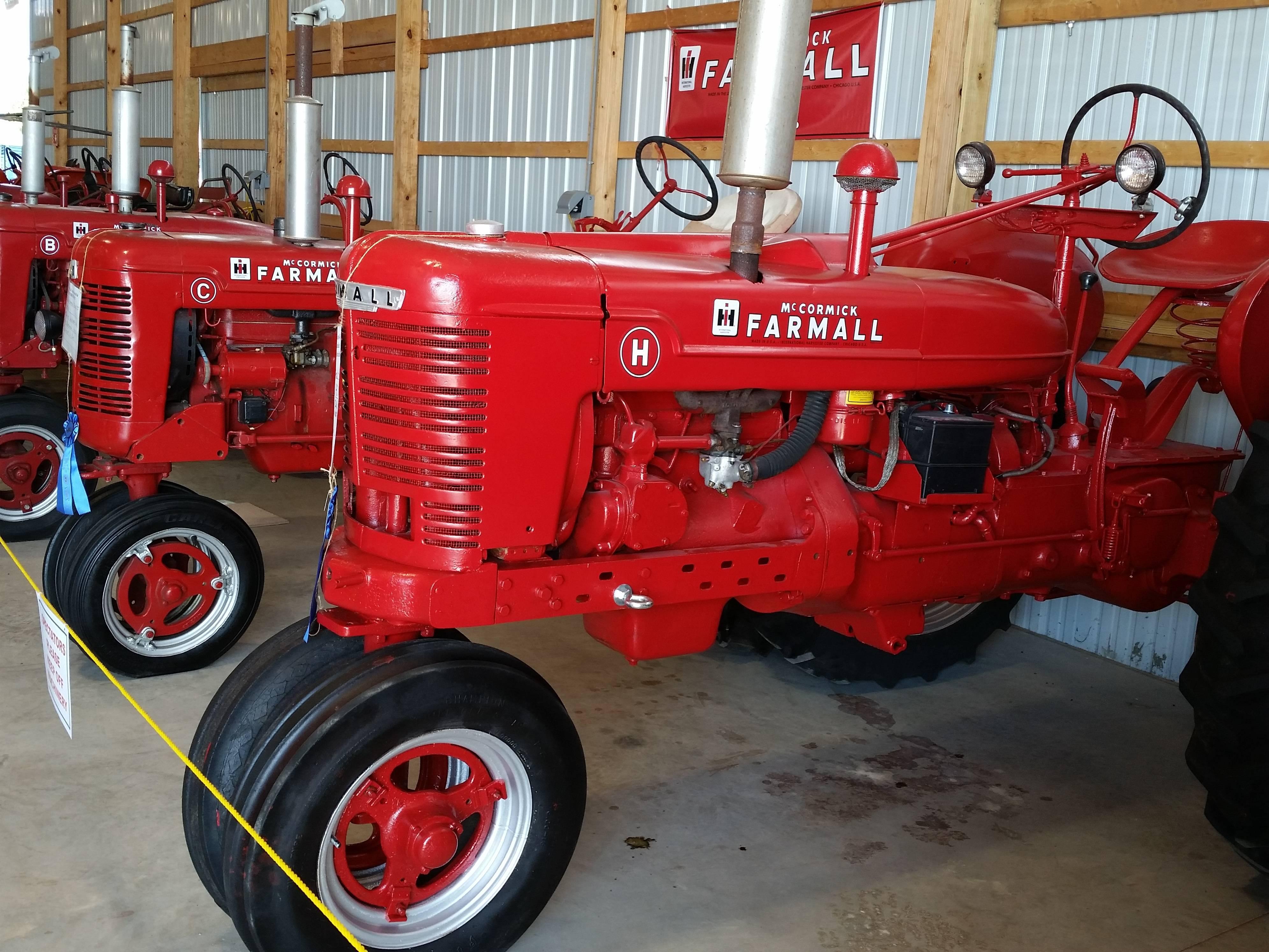 c7827385beafd2350431_TractorBarn2016Farmall.JPG