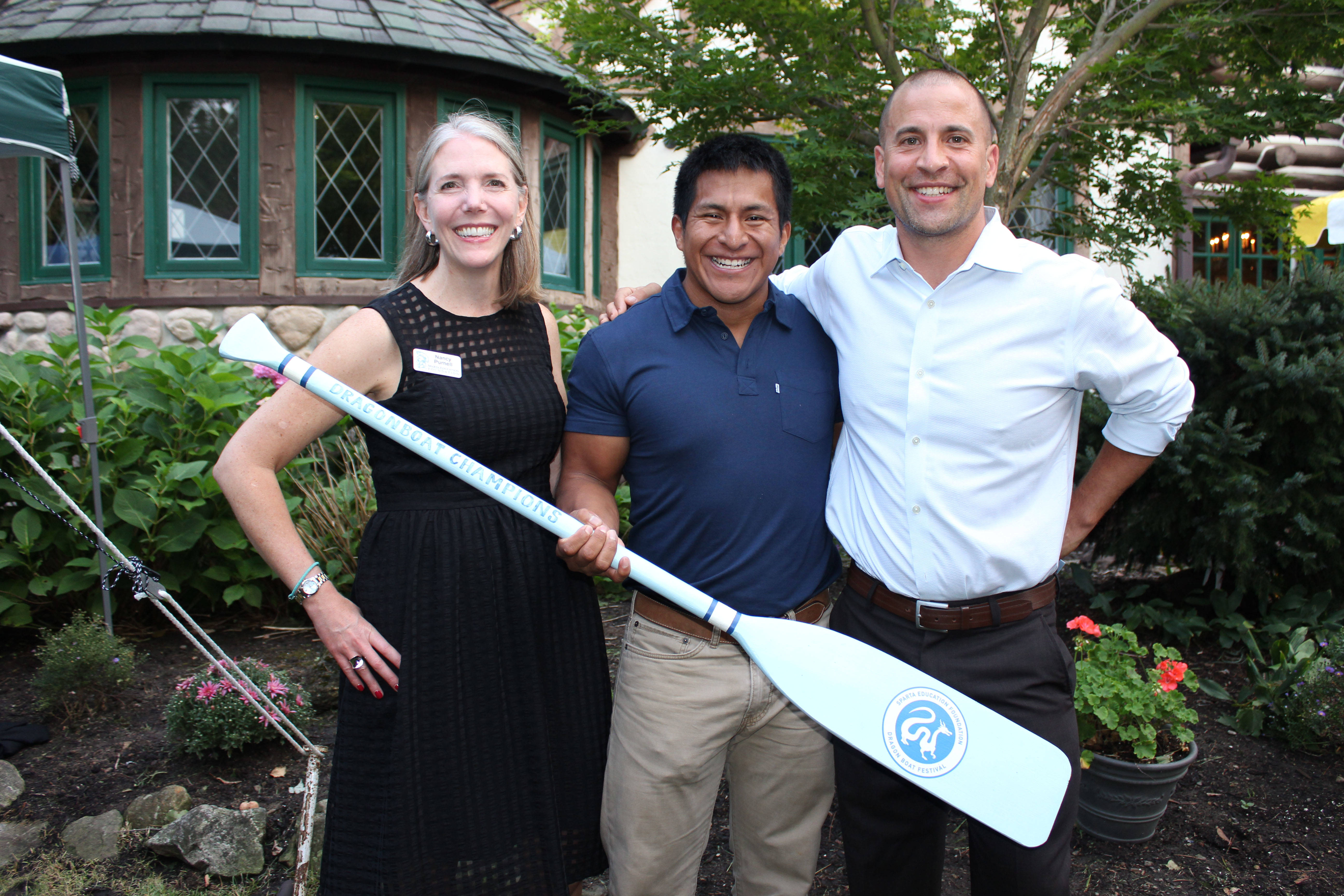ca12a17d4fc684d80922_Dragon_Boat_Festival_Chairs_Nancy_Purnell_and_Doug_Layman_pass_the_2016_Award_Paddle_to_Jon_Trotta_of_Sparta_Station_Athletics_A.jpg