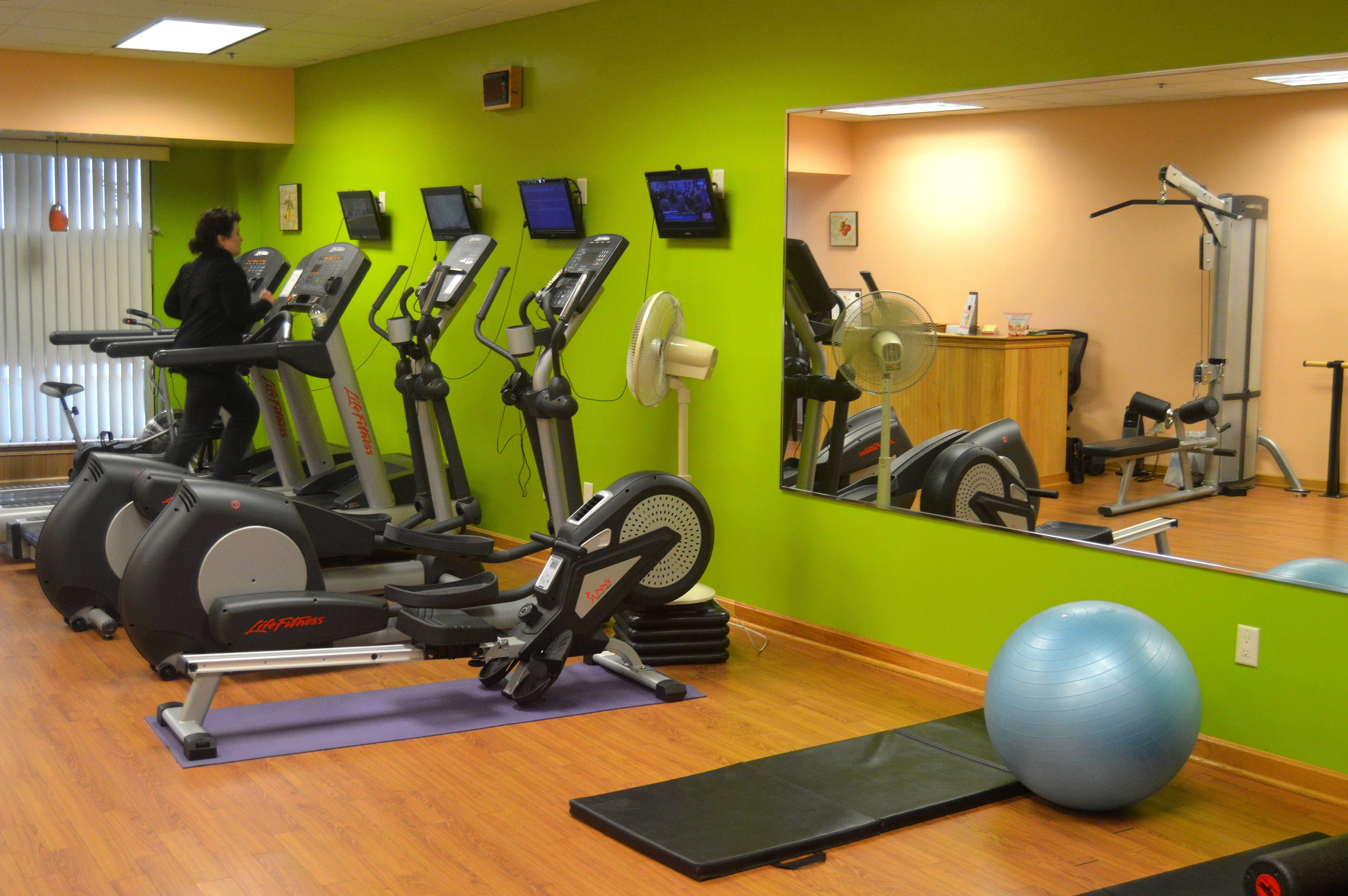 ce092188d763a92bec21_Fit_to_Be_Fab_-_treadmill.JPG