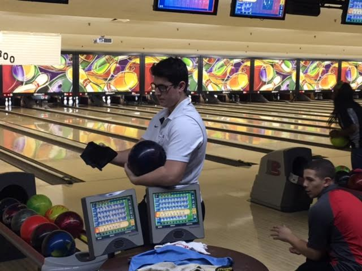 02b7d3d3b292595ac734_Evan_Getting_Ready_to_Bowl.jpg