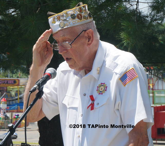 09147ce8c180e2546232_a_Former_Post_Commander_Frank_Commander_leads_the_Pledge_of_Allegiance__2018_TAPinto_Montville.JPG