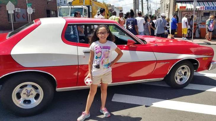 101e158472156148020d_Hot_Dog_Day_girl_with_car.JPG