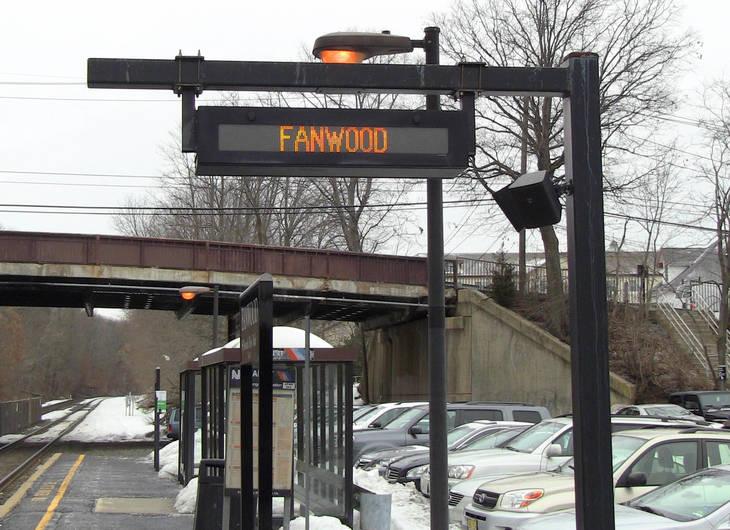 1340ff919128556c5f79_Fanwood_electronic_sign_at_train_station.jpg