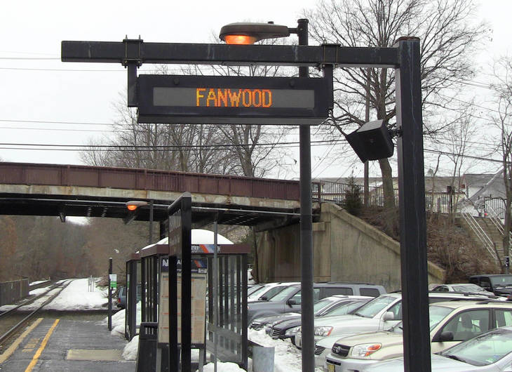 1340ff919128556c5f79_Fanwood_electronic_sign_at_train_station.jpg