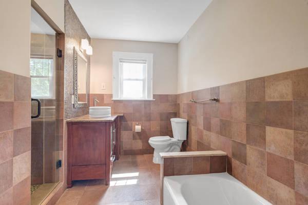 1689d535b9d233919107_Hallway_Bathroom.jpg