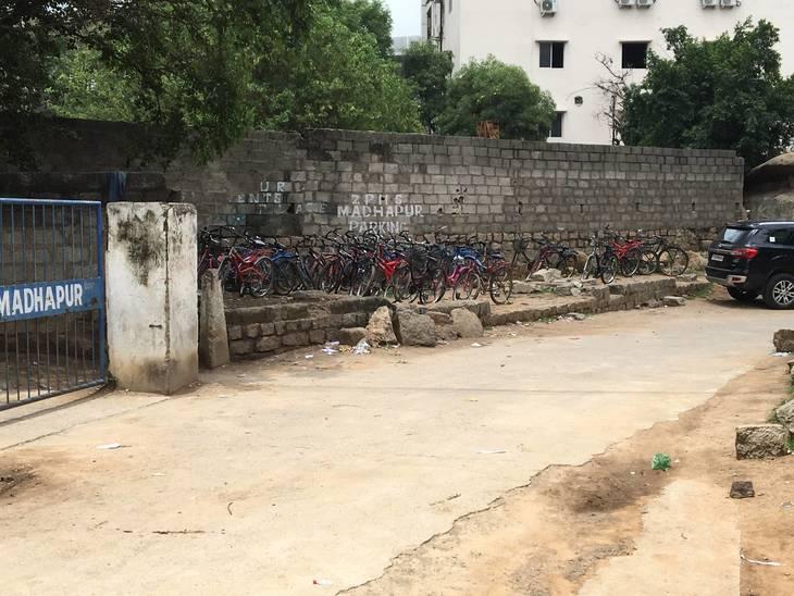 1b89588356de7ab3855d_Student_bikes.JPG