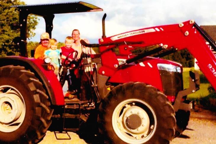 1ced2bd08967f847b6c9_667b1d670ee9349105ad_Tractor.jpg