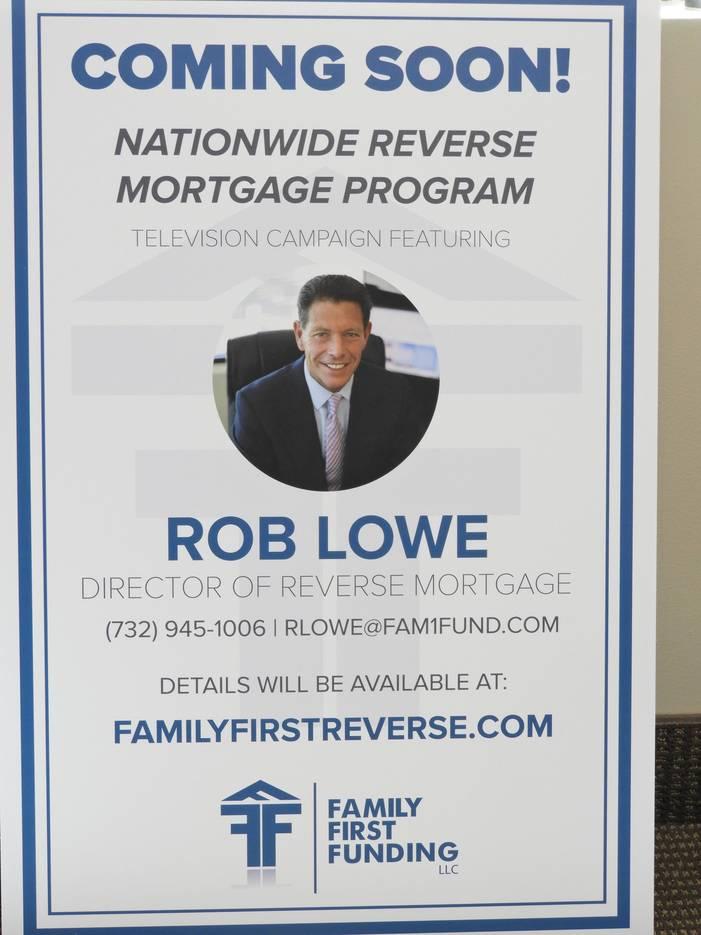 1e158c63305bad9fd155_Rob_on_TV_poster.jpg