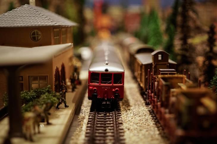 1edad6dd57354cbe7a68_toy_train.jpg