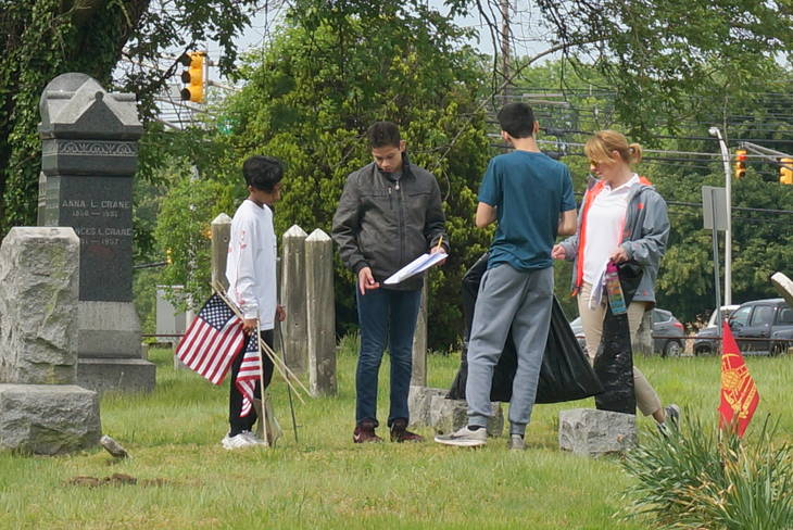 225698a257ae2b1a8d30_a_Memorial_Day_cemetery_project_7.JPG