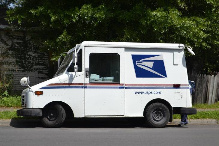 23471eabc40610c1ff68_mail-truck-3248139_1920.jpg